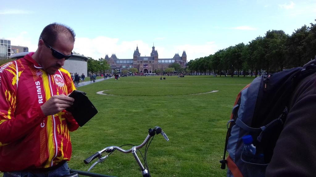 054 Cédric le chauffeur du car qui s'intégre à la virée  vélo